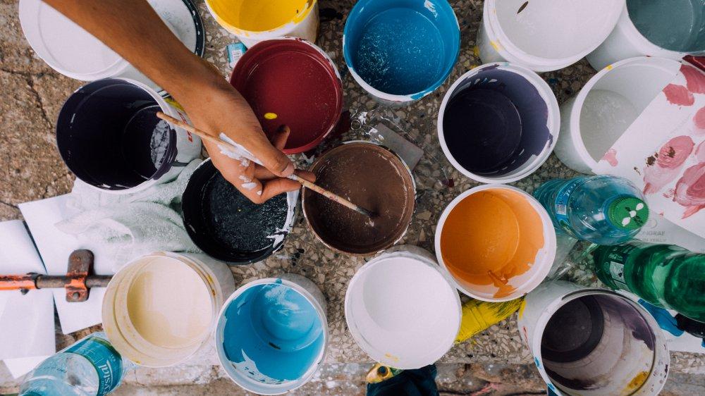 たくさんの色の絵の具